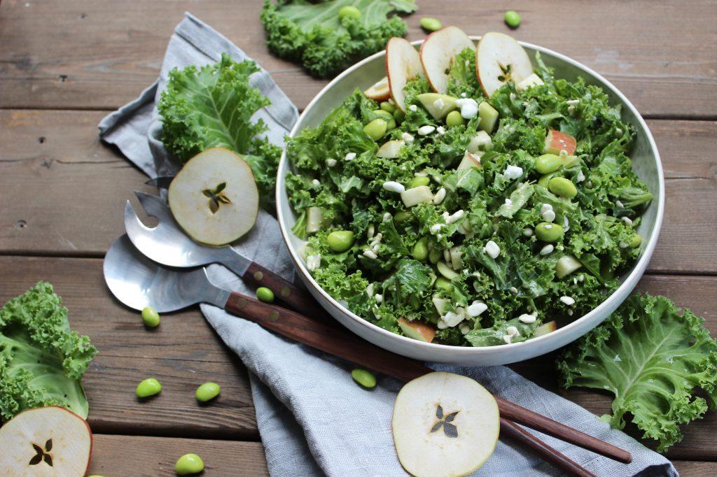 Grønkålssalat med æble