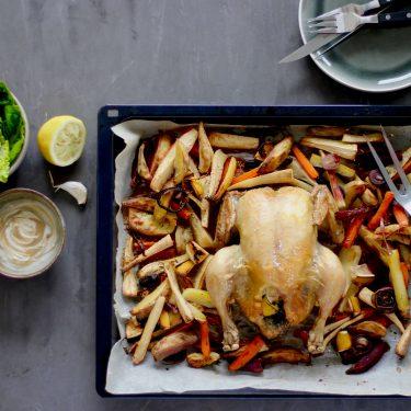Hel kylling med rodfrugter