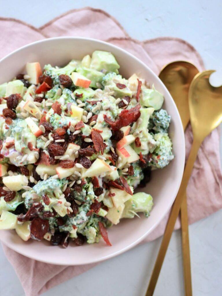 Broccolisalat let